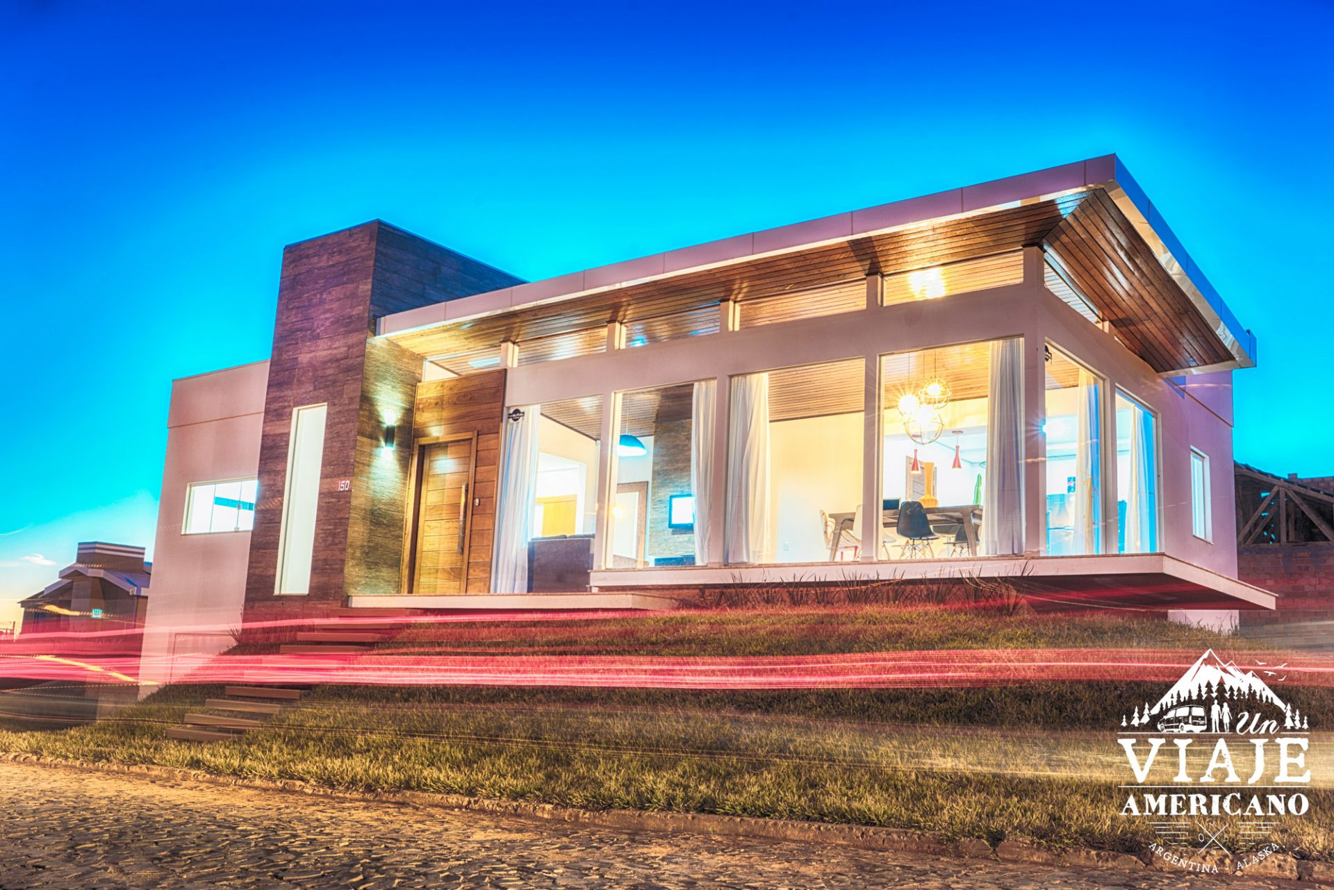 La casa se ve maravillosa de noche.