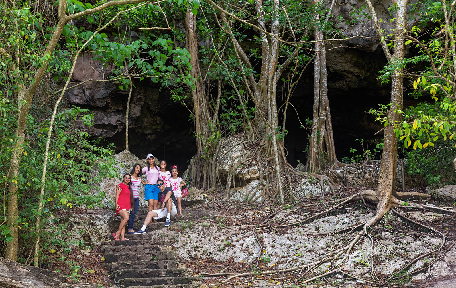Entrada Cueva de Berna Familia
